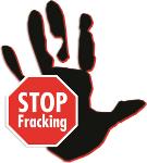 Das STOP Fracking Schild mit einer Hand im Hintergrund